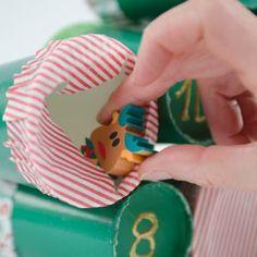 Calendrier de l'Avent Sapin DIY - Annikids, le blog Birthday Candles, Christmas Ornaments, Holiday Decor, Blog, Diy, Advent Calendar, Mussels, Fir Tree, Children