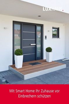 Vorgarten Hauseingang How to protect your home with Smart Home Exterior Doors, House Design, House Entrance, Smart Home, Home Trends, House Doors, House Front Door, Modern, House Front