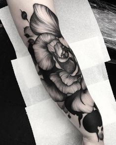 Earlier today we posted a tattoo that was a blatant ripoff of a piece by @kellyviolence at Parliament Tattoo in London England. Once we realized this the post was removed and that artist has been blocked. Our apologies to Kelly. This is something we take very seriously and never support those who copy trace or steal others work. #kellyviolence #parliamenttattoo #london #england #uk #unitedkingdom #flowertattoo #blackworktattoo #tattoo #tattoos #tattoosnob
