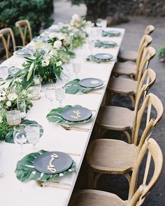 Monstera leaf chargers + flower centerpiece greenery + gold accents = tropical luxurious wedding table - flowers by Teresa Sena Design (photo by Dmitri & Sandra Photography + table setting via Set Maui) Beach Wedding Tables, Beach Wedding Centerpieces, Wedding Table Flowers, Flower Centerpieces, Farm Table Wedding, Farm Tables, Hawaii Wedding, Tropical Wedding Reception, Wood Tables