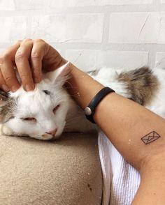 """67 curtidas, 1 comentários - M. Cαmiℓα Sαrαiνα (@mcamilasaraiva) no Instagram: """"Só um carinho, mamãe! 🖤"""""""