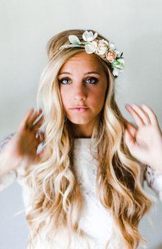 Get this stunnng look with the Neutral Blooms Silk Flower Crown Diy Flower Crown, Flower Crown Wedding, Wedding Hair Flowers, Bridal Flowers, Flowers In Hair, Silk Flowers, Flower Crowns, Flower Veil, Bohemian Hair Accessories