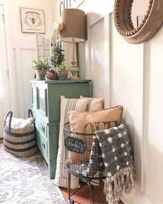 Secrets To Home Decor Ideas Living Room Rustic Farmhouse Style 81 – freehome… - Home Professional Decoration Farmhouse Remodel, Farmhouse Style, Farmhouse Design, Modern Farmhouse, Industrial Farmhouse, Rustic Design, Green Dresser, Decor Scandinavian, Home And Deco