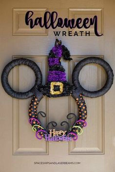 Make your vacation happy and bright with these wreath ideas from Disney DIY!Make your vacation happy and bright with these wreath ideas from Disney DIY!Mickey & Minnie DIY Christmas wreathFor our cruise door . Mickey Mouse Halloween, Disney Halloween Decorations, Halloween Crafts For Kids, Spooky Halloween, Holidays Halloween, Holiday Crafts, Diy Halloween Wreaths, Halloween Party, Mickey Mouse Christmas