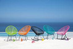 Chaises colorées pour la plage