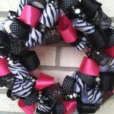 Zebra and pink wreath. And idea for all of those old cheer bows. Zebra Wreath, Pink Wreath, Christmas Ribbon, Christmas Wreaths, Christmas Holiday, Holiday Crafts, Christmas Ideas, Zebra Decor, Arts And Crafts