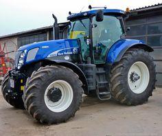 New+Holland+T7070 Big Tractors, Ford Tractors, Vintage Tractors, New Holland Ford, New Holland Tractor, Tractor Logo, Agriculture Tractor, Vr46, Ford News