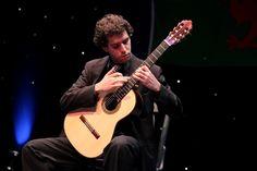 Violonista paranaense Fernando Aguera apresenta seu repertório em recital da Série Violão de Concerto, às 19h30.