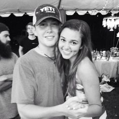 Scotty McCreery and Sadie Robertson from Duck Dynasty DANCING