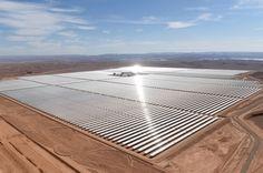 """La plus grande centrale solaire du monde vient d'allumer son premier """"réacteur"""" - Science et vie"""