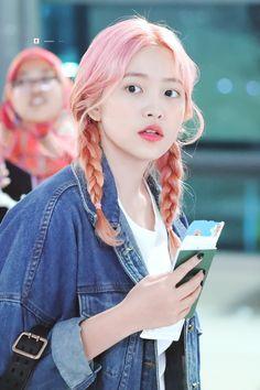 """""""© be a better you Kpop Girl Groups, Korean Girl Groups, Kpop Girls, Seulgi, Red Velvet, Velvet Style, Loona Kim Lip, Kim Yerim, Airport Style"""