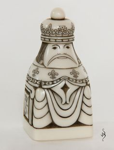 King ~ Small chess set Chess Pieces, Art Pieces, Chess King And Queen, Chess Strategies, Chess Set Unique, Art Through The Ages, Chess Players, How To Make Toys, Bone Carving