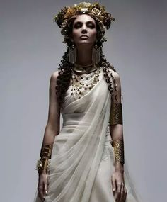 Ancient Greece Style Look White Sposa Italy 'OLIMPIA' - The Greek gods have never look as funky as they do in the White Sposa Italy 'OLIMPIA' editorial. Interestingly enough, the outfits put . Toga Party, Greek Fashion, Greek Inspired Fashion, Egypt Fashion, Foto Fashion, Fashion Men, Fashion Design, Neue Outfits, Costume Design