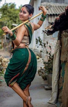 Beautiful Girl Indian, Beautiful Girl Image, Gorgeous Women, Beautiful Roses, Indian Photoshoot, Saree Photoshoot, Cute Beauty, Beauty Full Girl, Kashta Saree