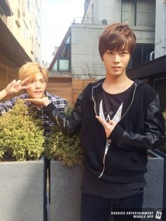 Why is Hansol in the bushes lol #Yuta #Hansol