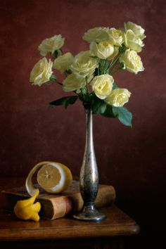 Fotografia Yellow Roses and Lemon de Nikolay Panov na 500px