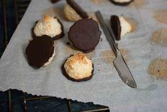 Saftige kokosmakroner med chokolade (6)