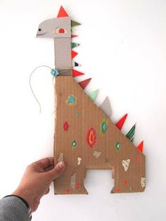 Dinosaur from scrap and many more fun inspirational creatures easy crafts for kids, crafts to Easy Crafts For Kids, Diy For Kids, Diy And Crafts, Arts And Crafts, Cardboard Crafts, Paper Crafts, Diy Niños Manualidades, Paper Animals, Preschool Art