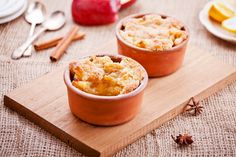 Körtés-almás cobbler: fahéjjal és gyömbérrel még finomabb - Recept | Femina Homemade Apple Cobbler Recipe, Recipe For Peach Crumble, Dessert Dishes, Tasty Dishes, Dessert Recipes, Fruit Cobbler, Blueberry Crumble, Cooked Apples, Nutrition