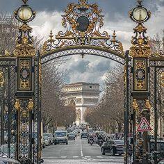 Avenue Hoche en de Arc de Triomphe de l'Etoile vanaf de ingang van Parc Monceau - Parijs Overseas Travel, Special Pictures, Triomphe, City Lights, Parisian, Big Ben, Taj Mahal, Beautiful Places, Spaces