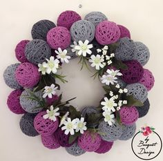 This Pin was discovered by TC Christmas Projects, Christmas Diy, Christmas Decorations, Nifty Crafts, Diy And Crafts, Decor Eventos, Pom Pom Mobile, Felt Flower Bouquet, Diy Y Manualidades