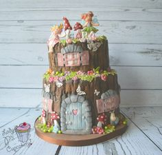 Fairy cake! I live the tree stump look