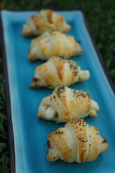 Mini Croissants Feuilletés au Saumon - Art de Vivre Smoked Salman Croissant Salmao Croissant Mini Croissant, Croissants, Saveur, Pain, Potatoes, Vegetables, Food, Recipes, Drizzle Cake
