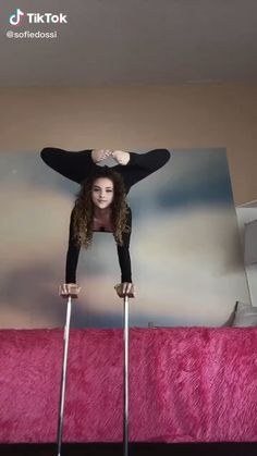 Gymnastics For Beginners, Gymnastics Tricks, Gymnastics Workout, Gym Workout For Beginners, Workout Videos, Royal Ballet, Alvin Ailey, Sofie Dossi, Body Painting