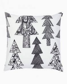 Made from cotton, this cushion cover features the Kuusikossa pattern. The cover has a concealed zipper on one side. White Throw Pillows, Toss Pillows, Accent Pillows, Grey Home Decor, Black Cushions, Cover Gray, Fabric Squares, Cushion Fabric, Marimekko