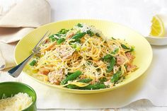 Using lemon zest adds a fragrant aroma as well as a zingy taste to this speedy tuna pasta. Rice Recipes, Seafood Recipes, Pasta Recipes, Healthy Recipes, Diabetic Recipes, Healthy Food, Tuna Pasta, Lemon Pasta, Fish Dishes