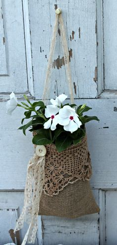 20 North Ora: Simple burlap projects: wall pocket and silverware caddie – includ… - DIY and Crafts Burlap Projects, Burlap Crafts, Craft Projects, Burlap Wreath, Burlap Bags, Hessian, Burlap Purse, Plant Bags, Burlap Curtains