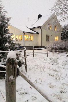 Landlig interiør, snø, jul, hvitt hus, snow, christmas, white house, country house, interior Snow, Country, House, Outdoor, Outdoors, Rural Area, Home, Country Music, Outdoor Games