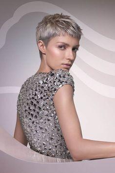 Dieser Pixie-Cut in Aschblond eignet sich sowohl für klassische Typen als auch für mutige Frauen. Für Mutige mit wenig Zeit - das Styling geht hier ganz schnell. Nur muss man bei diesem Kurzhaarschnitt etwas häufiger zum Nachschneiden gehen als bei Haarschnitten für langes HaareNoch mehr wunderschöne Trendfrisuren hier!