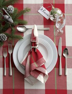 Designed by Martin Hunt of Queensberry Hunt, Roulette dinnerware has been a top-selling Crate and Barrel favorite since the pattern was introduced in Christmas Dining Table, Christmas Table Settings, Christmas Tablescapes, Crate And Barrel, Silver Christmas Decorations, Christmas Centerpieces, Christmas Tea, Plaid Christmas, Xmas