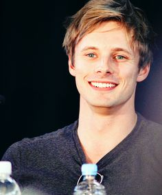 bradley james smile - photo #24
