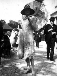 Vintage Fashion vintage everyday: 50 Fabulous Vintage Photos That Show Women's Street Style from the 20s Fashion, Fashion Photo, Trendy Fashion, Vintage Fashion, Womens Fashion, Fashion Bags, Flapper Fashion, Classy Fashion, Trendy Outfits