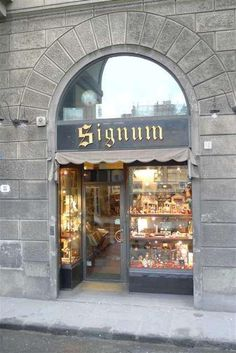 """Welcoming, quaint gift shop - Review of Signum, Florence, Italy - TripAdvisor  """"There is a great shop on borgo dei greci called signum. they sell lots of paper, cards, journals, etc. Stay away from the market stands for paper, though, as most is not even made in Italy!"""""""