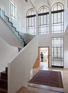 This home in Tel Aviv, Agbaria House, is a pared down, minimalistic rendition of traditional Islamic architecture. Designed by Tel Aviv architect Ron . Islamic Architecture, Architecture Details, Interior Architecture, Interior And Exterior, Interior Design, Interior Windows, Villa, Arched Windows, Black Windows