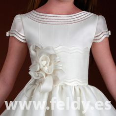 vestidos de primera comunión para niñas de 12 años - Buscar con Google Little Girl Fashion, Toddler Fashion, Kids Fashion, Confirmation Dresses, Baptism Dress, Little Girl Dresses, Girls Dresses, Flower Girl Dresses, Holy Communion Dresses