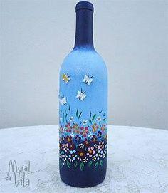 Good inspiration for a butterfly wine glass. Painted Glass Bottles, Recycled Glass Bottles, Glass Bottle Crafts, Lighted Wine Bottles, Painted Wine Glasses, Decorated Bottles, Wine Bottle Glasses, Wine Bottle Art, Diy Bottle