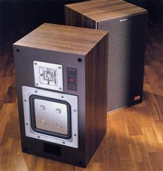 SONY APM-33W   1982  https://www.pinterest.com/0bvuc9ca1gm03at/