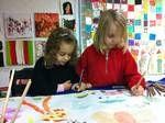 Ich bedanke mich für heute ganz herzlich fürIhre Spende! Mit Ihrer Hilfe können wir vielen Kindern einen Malkurs in unserem KinderKunsthaus ermöglichen oder in einer unserer Patenschafts-Förderschulen.    Es ist wirklich unglaublich, wie kreativ und phanasievoll Kinder malen können unddabei von unseren Künstlern unterstützt werden.Letzte Woche haben alle Kinder der Freitags-Kunstgruppe gemeinsam an einem Phantasiebild gemalt. Es war wirklich schön, den strahlenden Kindern dabei zuzusehen…