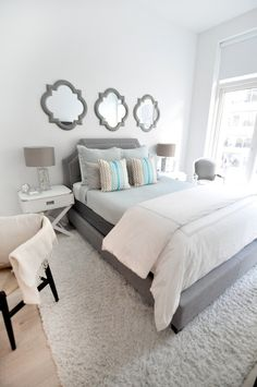 White is the perfect shade of bedroom design for every occasion. It is symbolizing peace and purity. These 20 white bedroom ideas will help you create the perfect bedroom designs you always dream of. Furniture and ornaments choice are included. Bedroom Decor For Couples Colour, Apartment Decorating For Couples, Couples Apartment, Couple Bedroom, Small Room Bedroom, Bedroom Colors, Dream Bedroom, Apartment Ideas, Bed Room