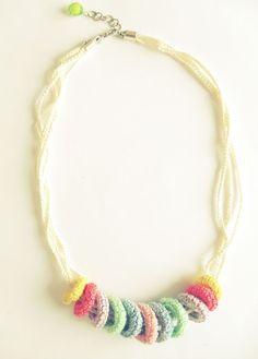 Colar em crochet colorido | Maparim