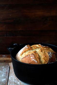 Babette: Burgonyás tejfölös kenyér vaslábasban sütve Rustic Bread, Vegan Bread, Fabulous Foods, Recipe Box, Delish, French Toast, Bakery, Breakfast, Recipes