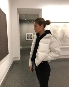 White jacket and hoodie Source by Hoodie outfit Uni Outfits, Winter Fashion Outfits, Mode Outfits, Fall Winter Outfits, Casual Outfits, Uni Fashion, Fashion Clothes, Fashion Tips, Traje Casual