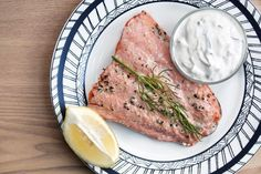 Salmon with Cucumber-Dill Yogurt Sauce - Nordic Diet Healthy Salmon Recipes, Fish Recipes, Seafood Recipes, Dinner Recipes, Dinner Ideas, Alkaline Recipes, Baked Cabbage Steaks, Nordic Diet, How To Cook Fish