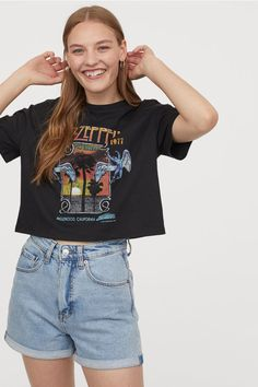 T-shirt court avec impression - Noir/Led Zeppelin - FEMME Led Zeppelin T Shirt, Led Zeppelin Tattoo, Aesthetic Fashion, Aesthetic Clothes, Aesthetic Outfit, Affordable Work Clothes, T Shirt Court, Cute Casual Outfits, Indie Outfits