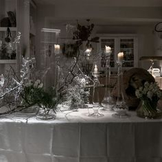x-mas window • florist donaflor Sort, Christmas Tree, Windows, Table Decorations, Holiday Decor, Furniture, Home Decor, Teal Christmas Tree, Decoration Home