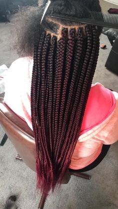 Box braids in braided bun Tied to the front of the head, the braids form a voluminous chignon perfect for an evening look. Box braids in side hair Placed on the shoulder… Continue Reading → Box Braids Hairstyles, Braids Wig, Twist Braids, Hairstyles 2018, Protective Hairstyles, Box Braid Wig, Hairstyles For School, Cute Hairstyles, Wedding Hairstyles